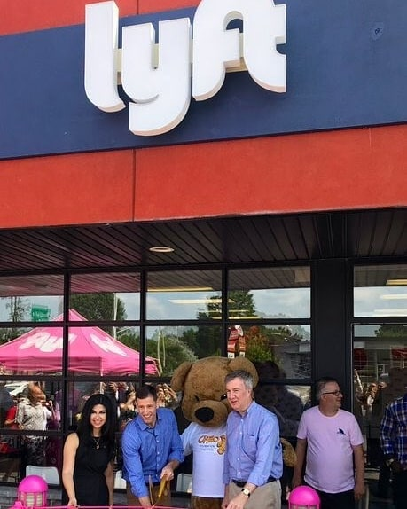 I am pleased to celebrate the official opening of the first permanent Lyft Hub in Ottawa @lyft and in Canada with @jimwatsonottawa and Lyft Marketing Manager, @robwoodbridgeLocal drivers will now have a permanent resource centre to earn and contribute to Ottawa's transportation ecosystem and economy!Congratulations and best wishes in the years ahead!