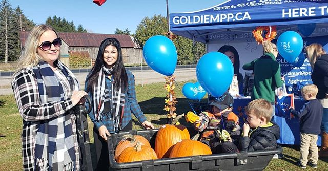 Having a blast handing out out  to children who visit my booth at Abby Hill Farms#pumpkinpatch